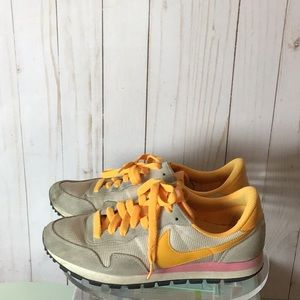 Nike Air Tennis Shoes Size 8